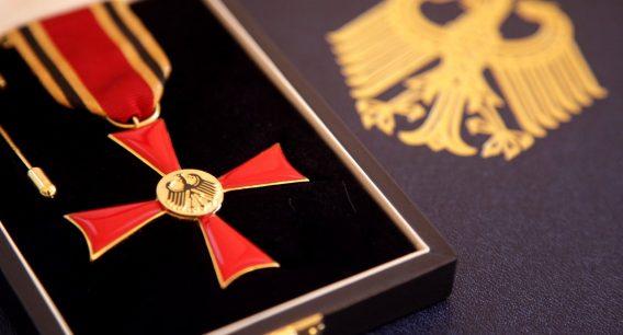 Bundesverdienstkreuz am Bande